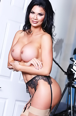 Busty Whore Jasmine Jae In Hot Lingerie