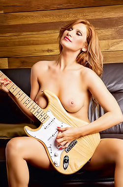 Naked babe plays the guitar on camera